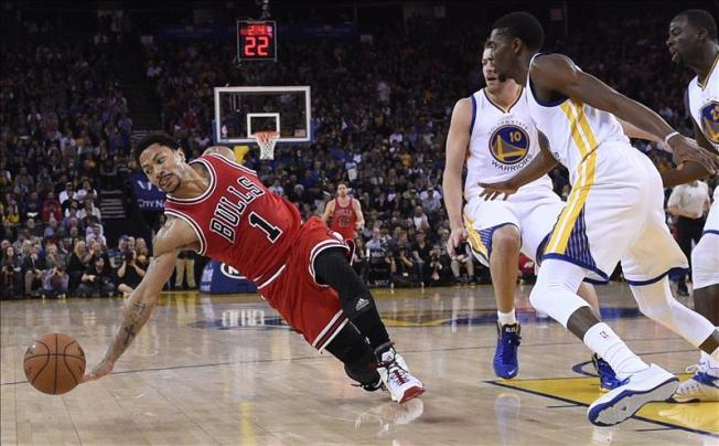 Bulls ganan a Warriors en duelo de líderes