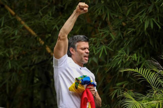 Maduro confirma diálogo con el líder opositor Leopoldo López