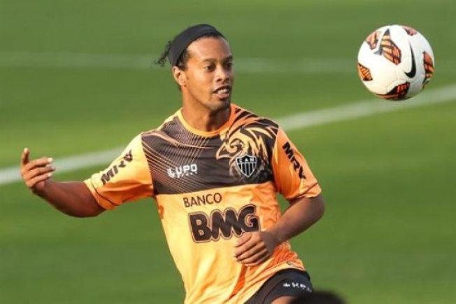 """Ronaldinho pierde su """"seña de identidad"""""""