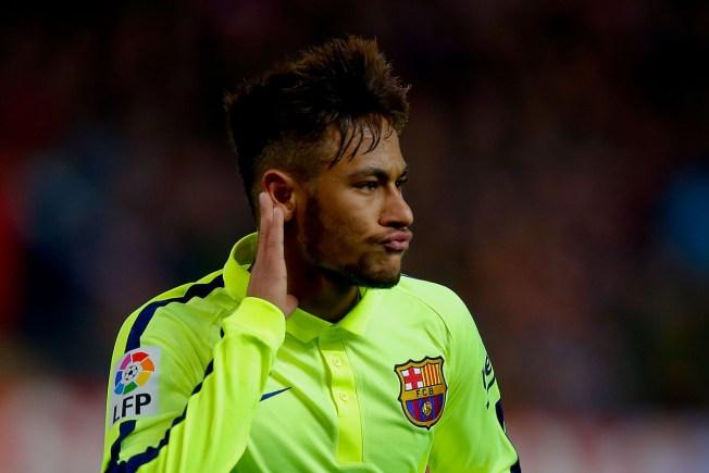 Aficionados apoyan a la Argentina de Messi que se juega la vida