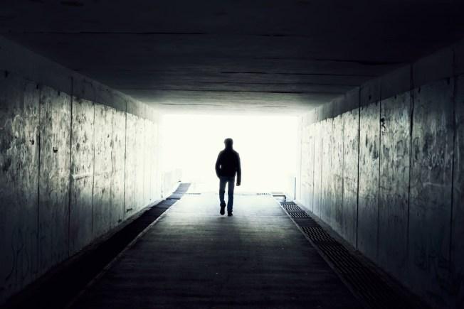 Estudio: la luz al final del túnel no existe