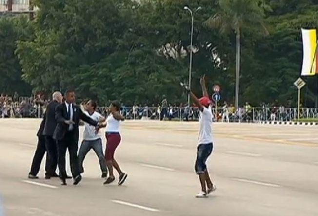 3 arrestados por acercarse al Papa en La Habana