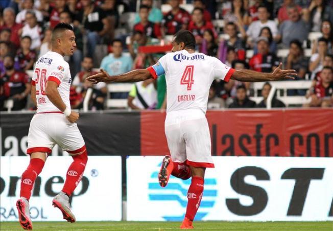 León gana y lidera el fútbol mexicano