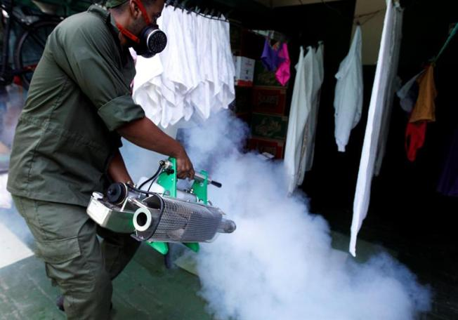 Raúl Castro moviliza 9 mil militares contra mosquito del Zika