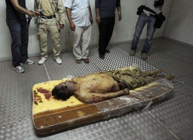 Sepultaron a Gadafi
