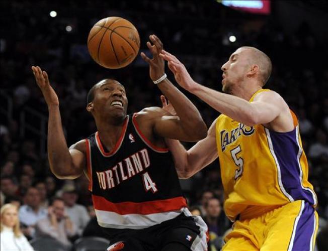 Los Lakers afianzan frente a Portland su buen hacer en el Staples
