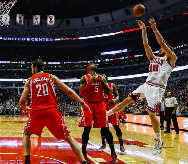 Los Bulls apabullan a los Rockets