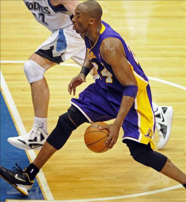 Bryant y Gasol salvan a los Lakers
