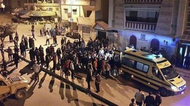 Egipto: suicida en coche bomba deja muertos y heridos