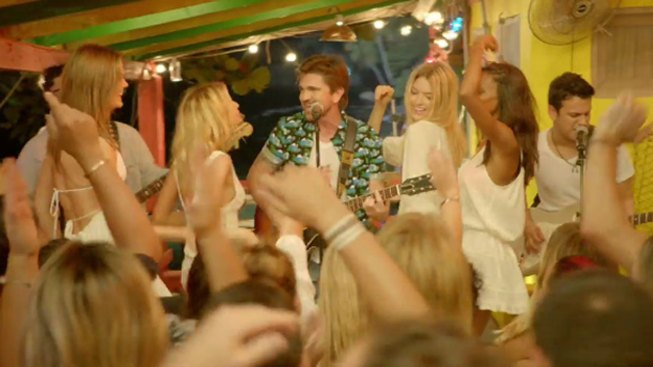 Juanes gozó filmar con Victoria's Secret