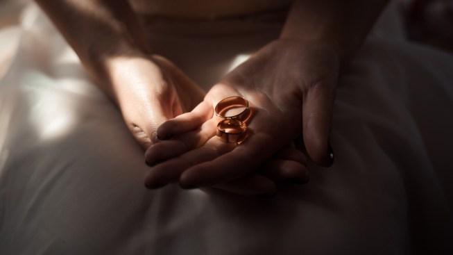 Cancela boda de $30,000 y regala banquete a indigentes