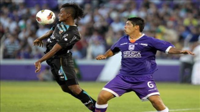 2-0. Defensor supera al Deportivo Quito para seguir vivo en la Libertadores
