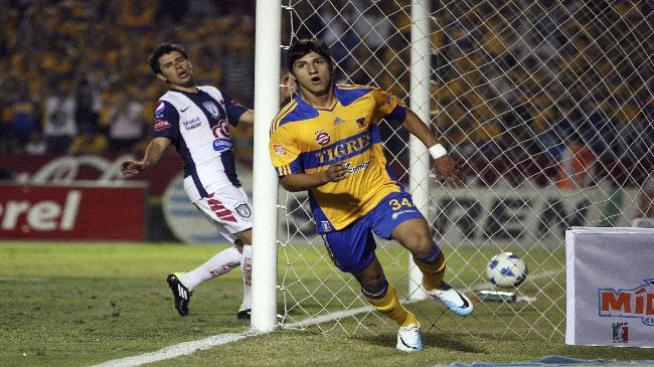 Manchester United tiene en la mira al mexicano Alan Pulido de Tigres