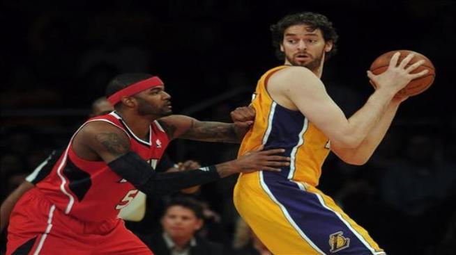 Los Lakers se benefician del séptimo doble-doble seguido de Gasol