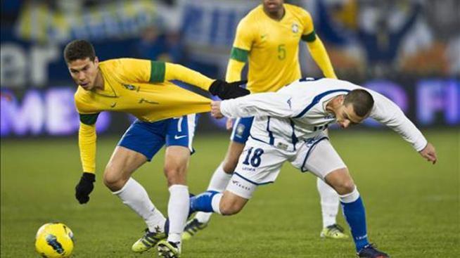 La suerte da a Brasil una victoria gris