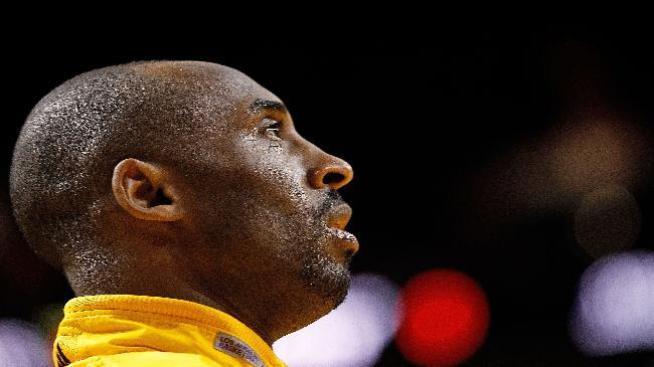 Lakers propinan paliza a Charlotte 106 a 73