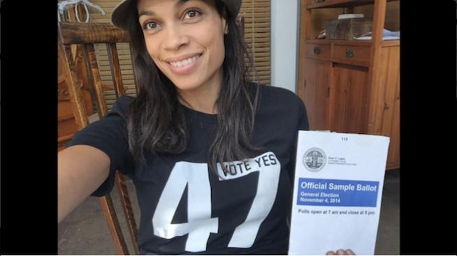 Celebridades latinas invitan a votar