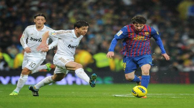 El Madrid fue mejor, pero un afortunado Barza eliminó al campeón