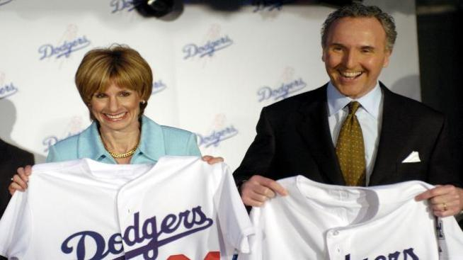 Unos 12 grupos presentan ofertas por Dodgers