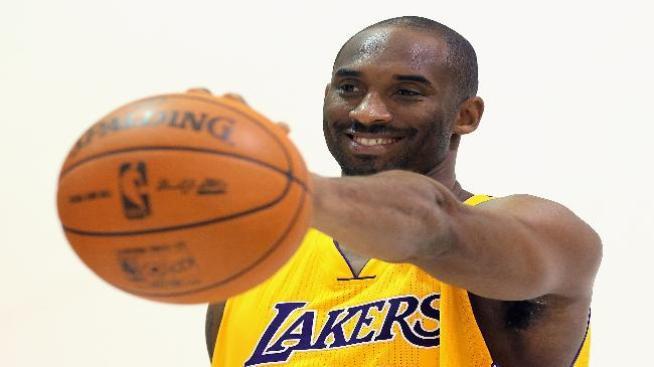 Kobe se lesiona y peligra su debut ante los Bulls