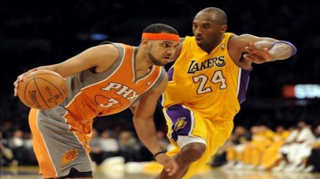 Dudley aprovecha las 10 pérdidas de balón de Kobe Bryant