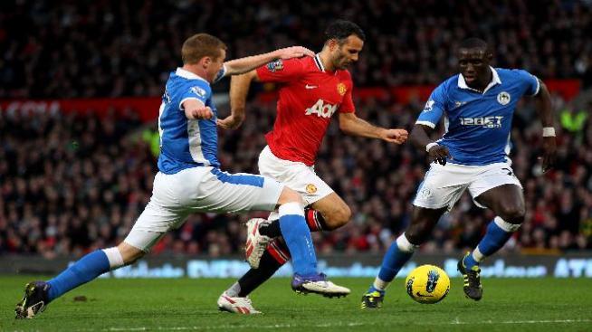 Man United golea y empata al Man City en puntos en la cima