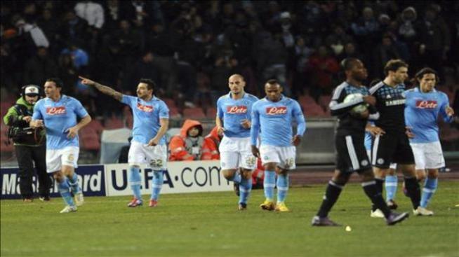 Lavezzi y Cavani allanan el pase del Nápoles a cuartos frente al Chelsea