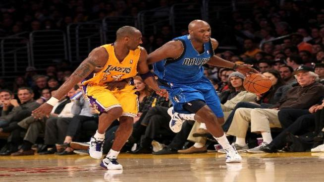 Al final, Odom jugó con los Mavericks