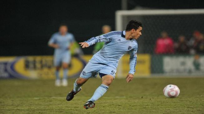 Omar Bravo ya golea con Cruz Azul