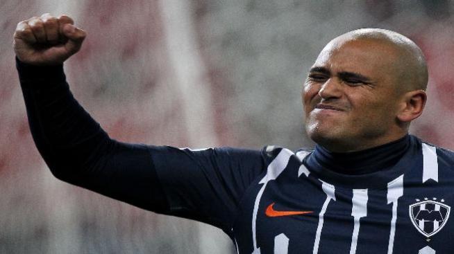 Chileno Suazo rompe relaciones con Monterrey