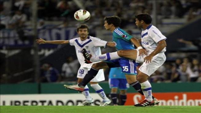 Vélez fue contundente y hundió aún más a Chivas en su mal momento