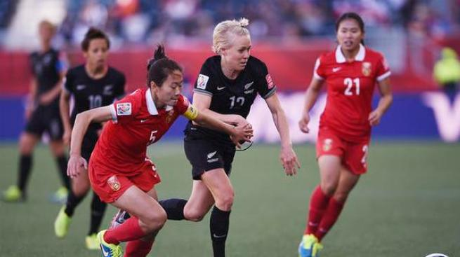 Técnico chino empuja a jugadora neozelandeza