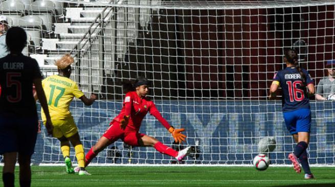 Camerún golea a Ecuador en debut
