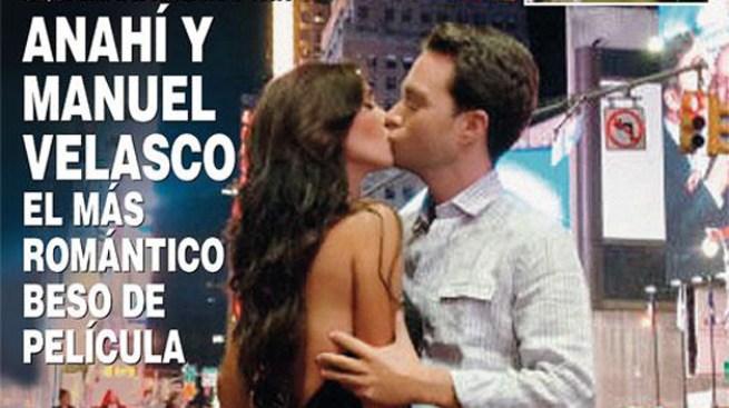 En beso de película Anahí