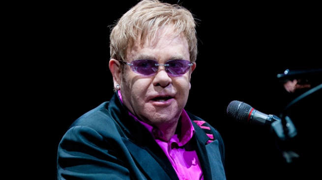 Elton John con grave infección