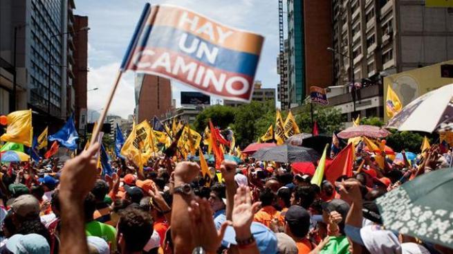 Capriles inscribe candidatura