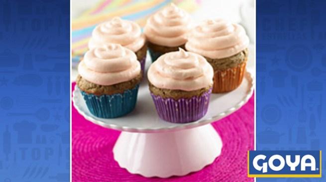 Cupcakes de Frijol Negro con Glaseado de Guayaba