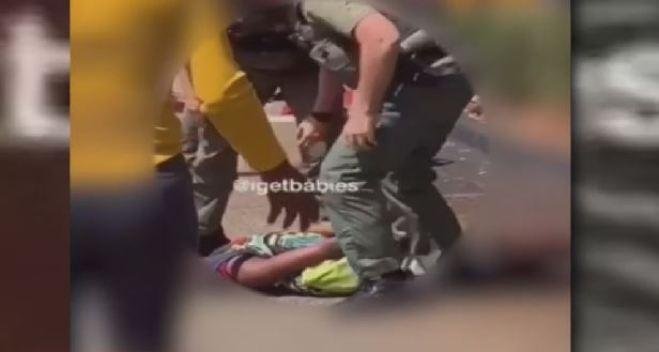Altercado violento entre estudiantes y policías