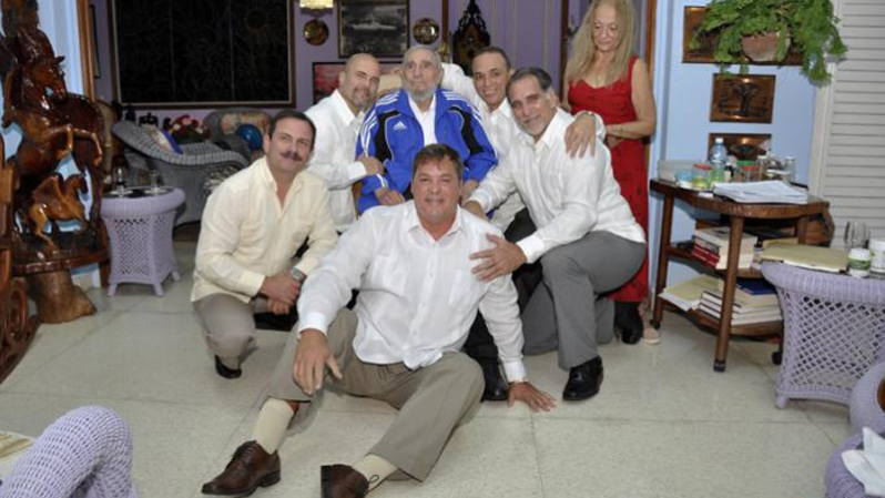 Fidel Castro se reúne con los cinco espías Fidel-espias-cuba