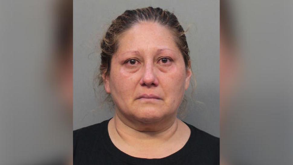 Dejó a su hija autista sola mientras hacía compras: Policía