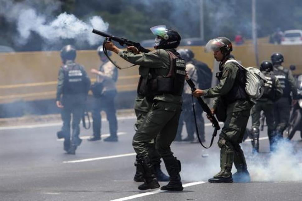 Venezuela: reprimen marcha opositora y suman 2 muertos