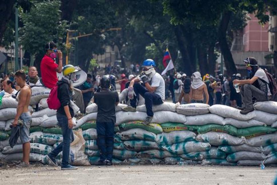 62 heridos tras protesta contra Maduro