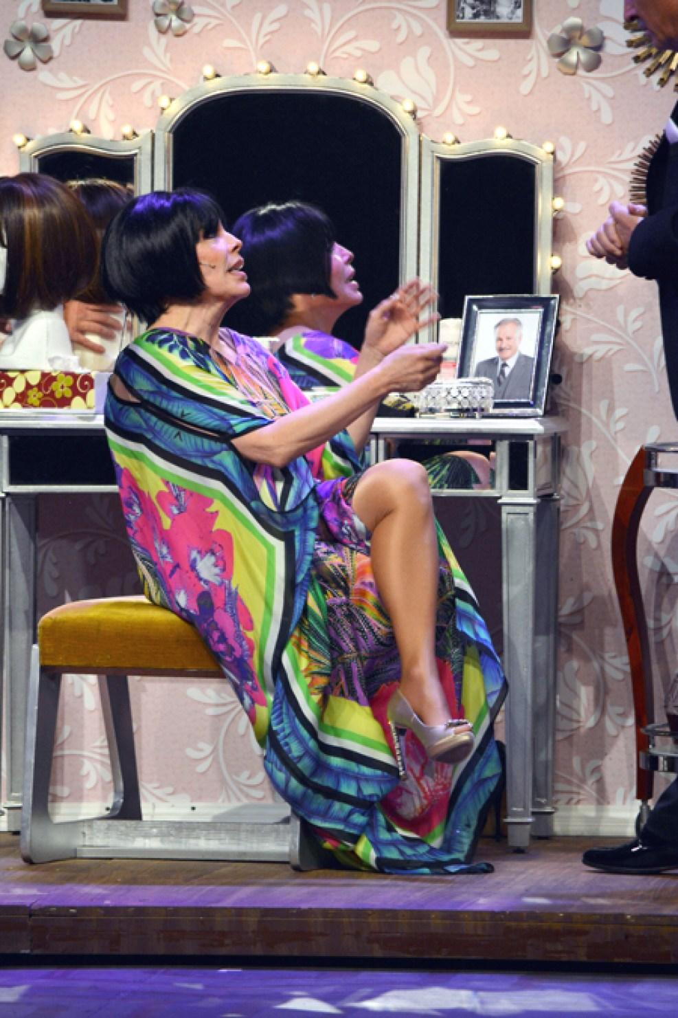 http://media.telemundo51.com/images/987*1481/veronica-castro-teatro-aplauso-11.jpg
