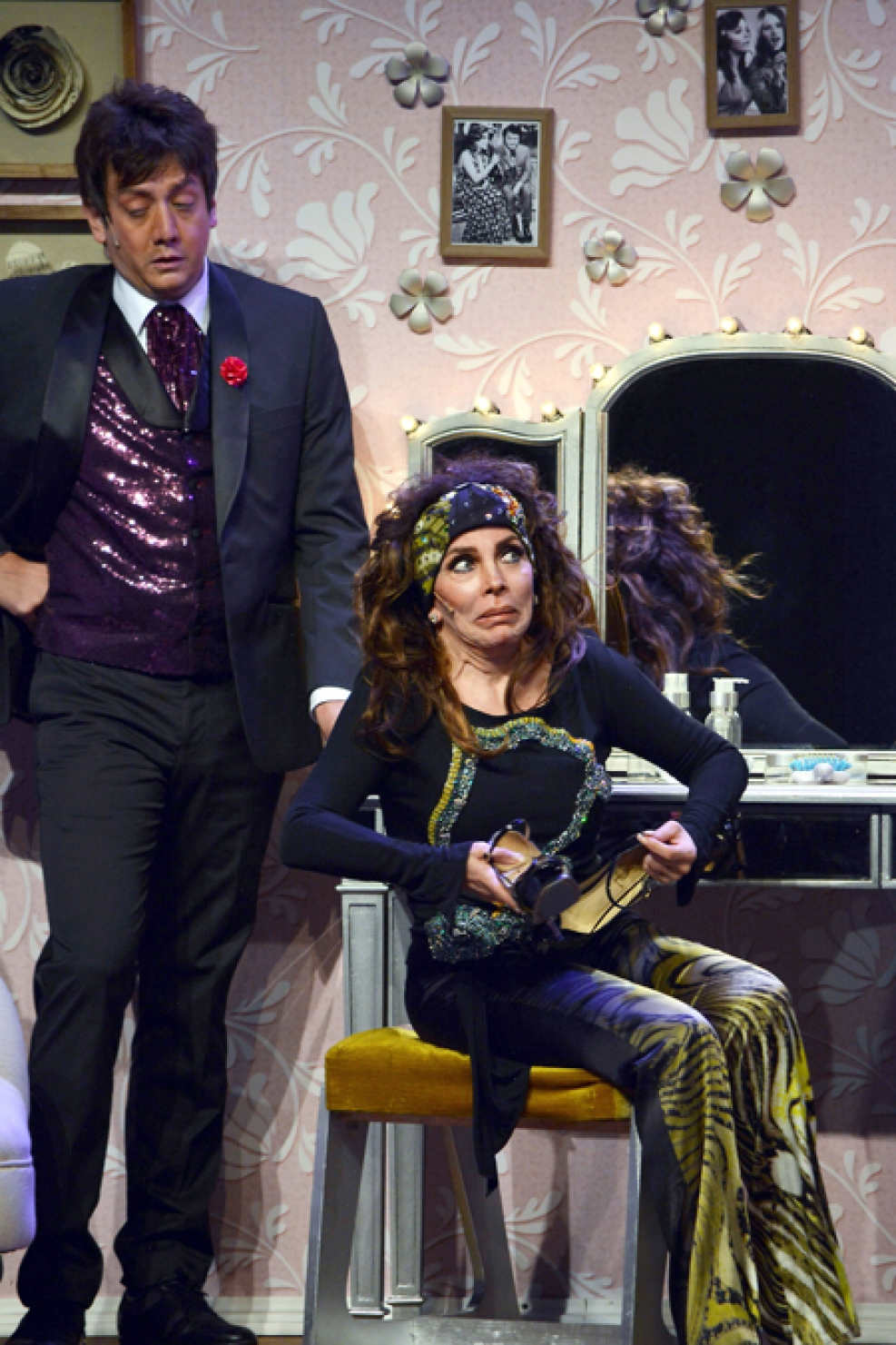 http://media.telemundo51.com/images/987*1481/veronica-castro-teatro-aplauso-16.jpg