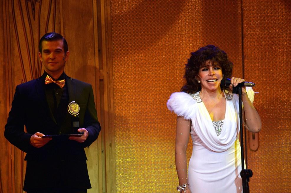 http://media.telemundo51.com/images/987*657/veronica-castro-teatro-aplauso-09.jpg