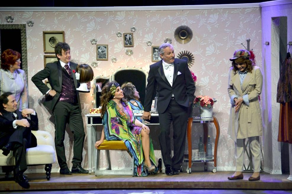 http://media.telemundo51.com/images/987*657/veronica-castro-teatro-aplauso-13.jpg