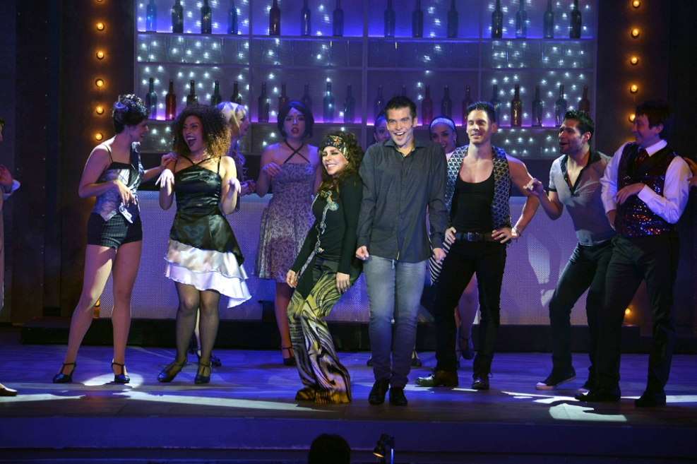 http://media.telemundo51.com/images/987*657/veronica-castro-teatro-aplauso-20.jpg
